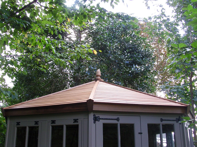 summerhouse-with-cedar-slatted-roof