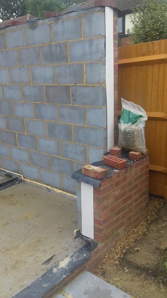 Bradshaw showing parapet wall