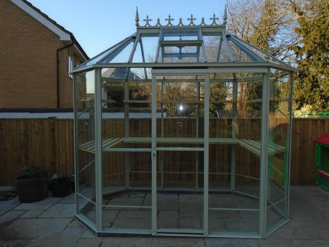 Popplestone Robinsons Greenhouse Installation