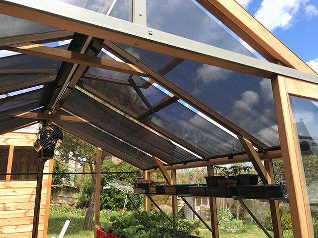 Roof Blinds Installed on to a Alton Eight Greenhouse - Gardiner (1)